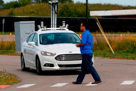 Ford wants its cars to 'talk' with traffic lights, pedestrians – CNN