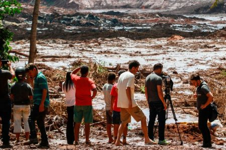 Brazil dam collapse: 9 dead, 345 missing as rescues continue – CNN