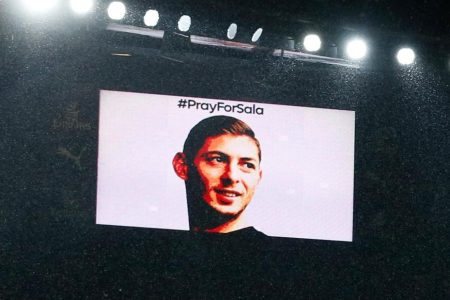 Emiliano Sala: Touching tributes to missing footballer during poignant match at Arsenal – CNN