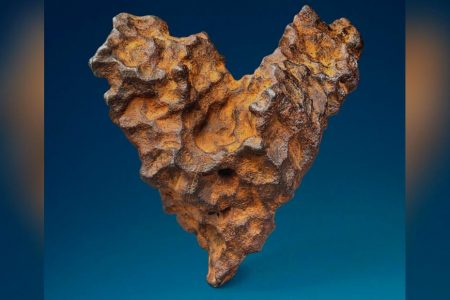 Heart-shaped meteorite up for auction on Valentine's Day – CNN