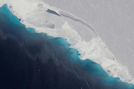 Gigantic hole two-thirds the size of Manhattan discovered in Antarctic glacier – CNN