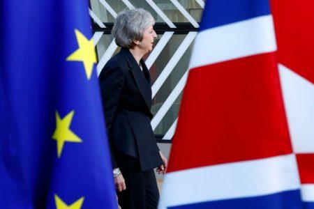 British legislators create new obstacle to 'no-deal' Brexit – Aljazeera.com