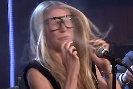 Here's Your Chance To See Gwyneth Paltrow Try — And Fail — To Sing An Ariana Grande Song – HuffPost