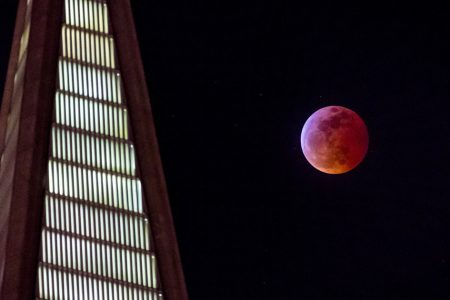 See The Most Dazzling Photos Of January's Super Blood Wolf Moon – HuffPost