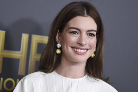 Anne Hathaway On Why She Plans To Stop Drinking For The Next 18 Years – HuffPost