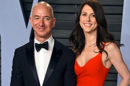 Amazon CEO Jeff Bezos ditches wedding ring in first post-divorce appearance, may take Lauren Sanchez to Oscars – Fox News