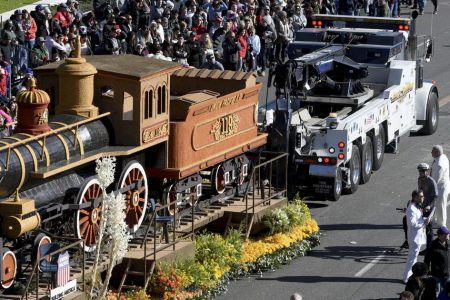 Rose Parade float breaks down and catches fire – CBS News