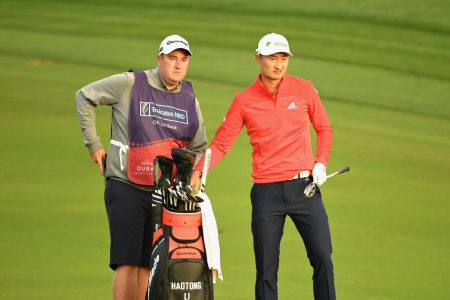 Caddie's misstep costs professional golfer six-figure prize – CBS News