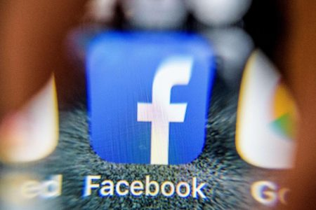 """Facebook """"10 Year Challenge"""" meme: Could it mine your data for facial recognition? – CBS News"""