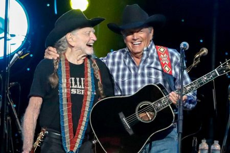 George Strait, Dave Matthews, Sheryl Crow among dozens of stars paying tribute at to Willie Nelson in Nashville – Entertainment Weekly News