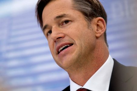 Zillow is making a big bet on flipping homes. Its new CEO could 'make this gamble work': RBC's Mahaney – CNBC