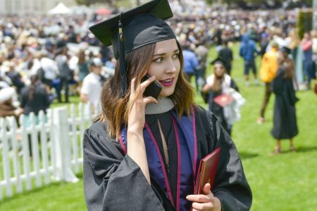 College grads expect to earn $60,000 in their first job—here's how much they actually make – CNBC