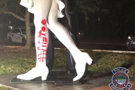 'Kissing sailor' from an iconic photo died. Now a statue of it has been graffitied: '#MeToo' – USA TODAY
