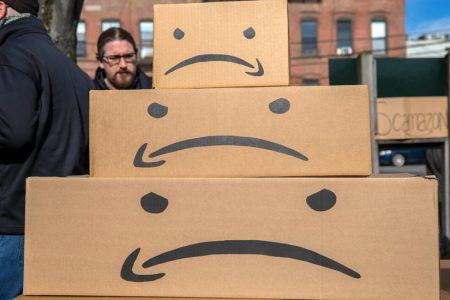 For Once, Amazon Loses a Popularity Contest – The New York Times