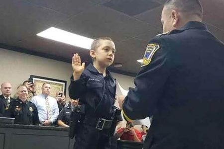 A 6-year-old girl with cancer is fulfilling her dream of becoming a police officer – CNN