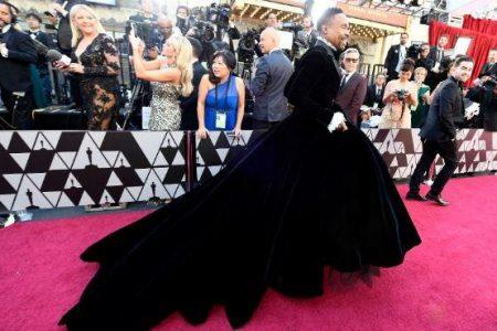 Billy Porter's Oscars tuxedo dress turns heads, sparks social media frenzy – Fox News