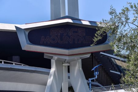 Disneyland closes Space Mountain after visitor jumps off mid-ride – Fox News