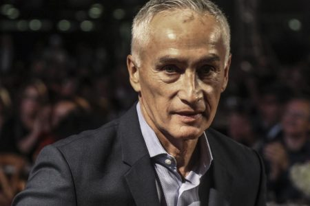 Univision anchor Jorge Ramos says he and his crew were detained while interviewing Venezuela's Nicolás Maduro – CBS News
