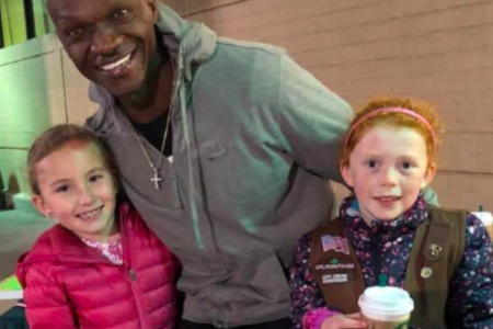 Girl Scout cookies: Man buys $540 worth of Girl Scout cookies from troop in South Carolina 2019 02 22 – CBS News
