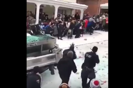 """Police break up """"riot"""" near West Virginia University that school says started as """"playful time in the snow"""" – CBS News"""