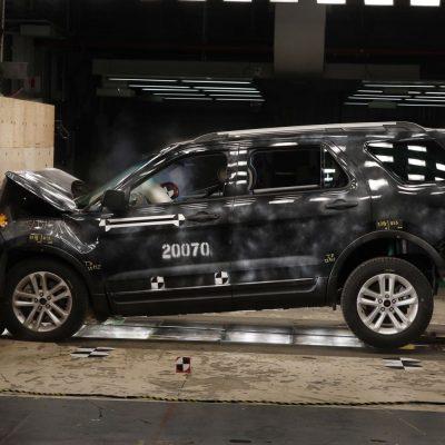 Crash tests slam some popular pickup trucks – CNBC