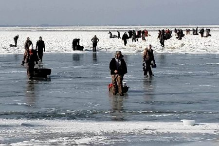 Over 40 ice fishermen rescued after ice floe breaks off in Lake Erie – NBC News
