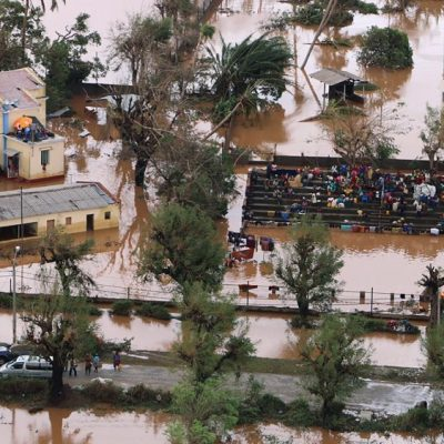 'Women, babies trapped in trees' after deadly Mozambique storm – Aljazeera.com