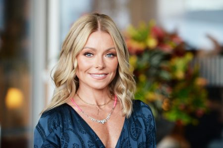 Kelly Ripa doesn't care if her daughter is grossed out by sexy photos with Mark Consuelos – Fox News