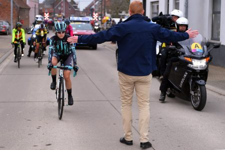 Cycling race forced to pause after female rider catches up to the men – Fox News