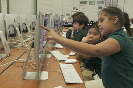 """Girls in tech: Confronting the """"middle school cliff"""" – 60 Minutes – CBS News"""