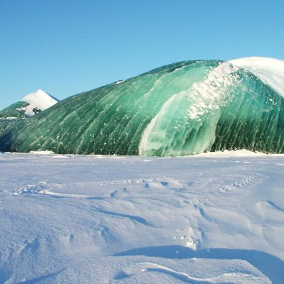 Icebergs can be emerald green. Now we know why. – National Geographic